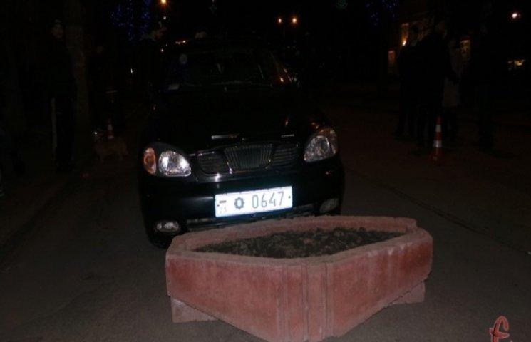 Водієм машини з синіми номерами, що скоїв у Хмельницькому аварію, є керівник служби фельдзв