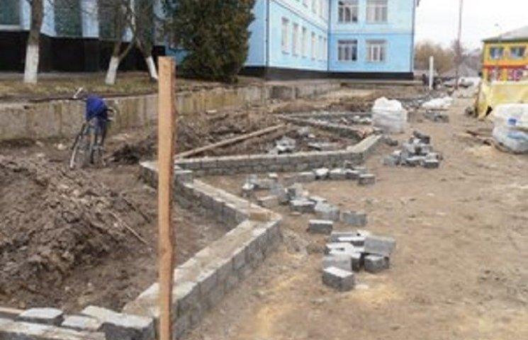 В Ізяславі просять допомоги у реконструкції центральної площі міста