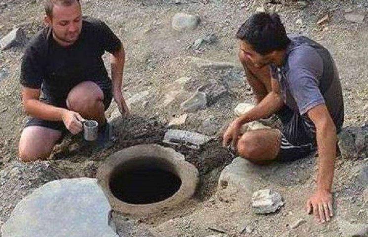 Археологи виявили кришталево чисту святу воду