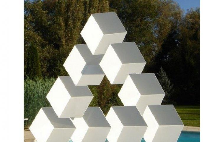 Скульптури, які кидають виклик гравітації