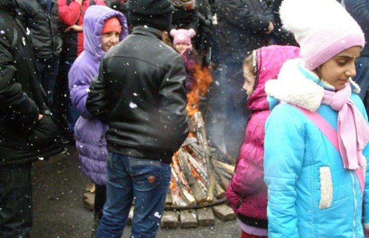 У Дніпропетровську Новруз святкували з вогнищем посеред площі Героїв Майдану