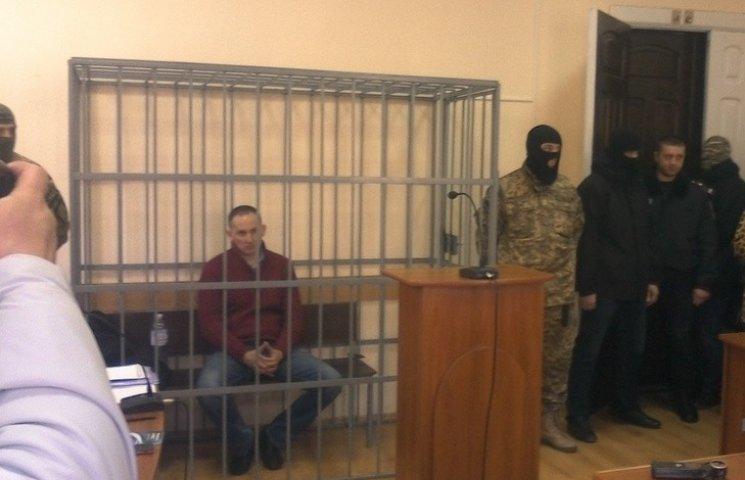 """Після майже чотиригодинного """"прийому"""" у лікаря Шевцова привезли до суду"""