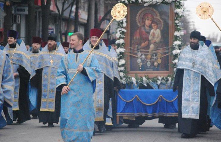 Віряни пронесли запорізьким проспектом ікону Божої Матері