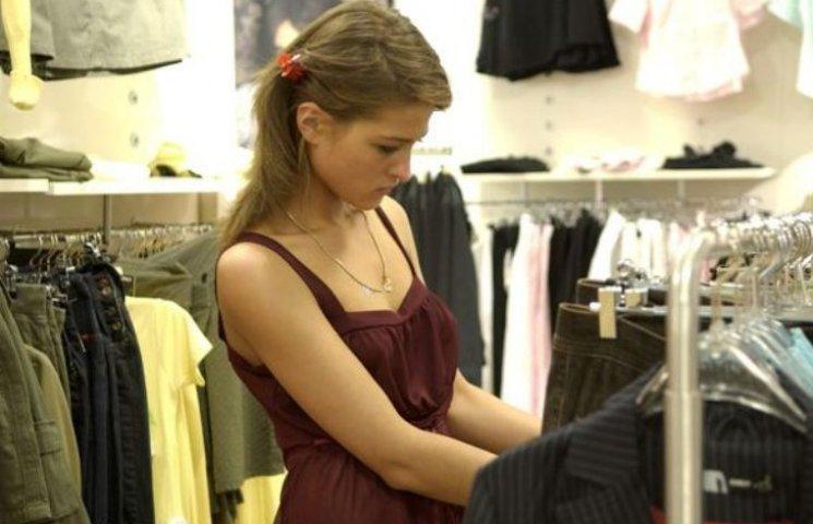У Миколаєві школярки намагались вкрасти з магазину одяг