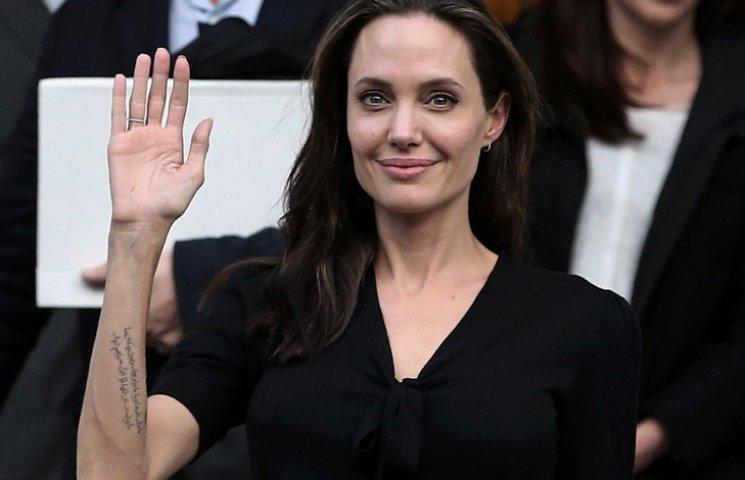 Анджеліна Джолі продовжує втрачати вагу і може померти