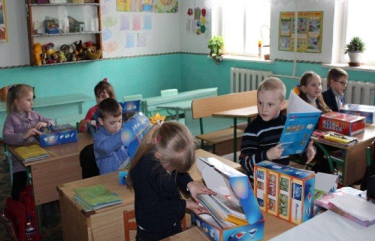Першачки Славутського району отримали підручники польської мови