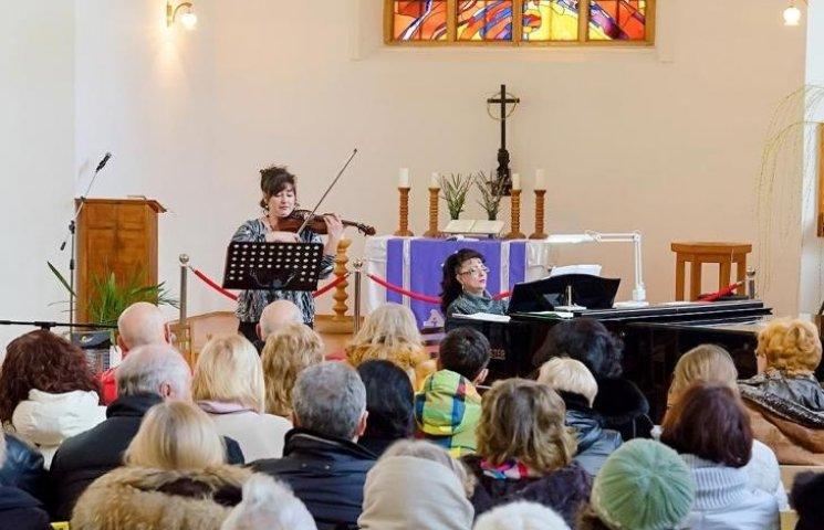 Скрипка, клавір і домра: артисти Миколаївської філармонії дали концерт