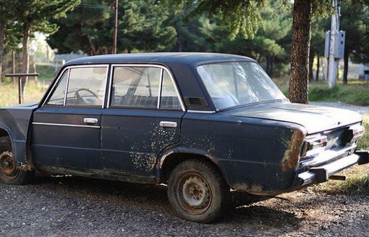 Вінничан закликають здавати старі автівки на металобрухт