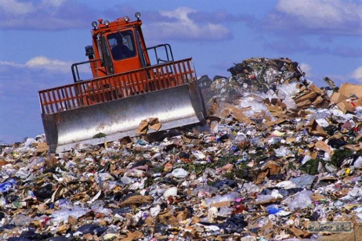 «Подарок» отСадового: ВОдесскую область приехали 30 фургонов сльвовским мусором