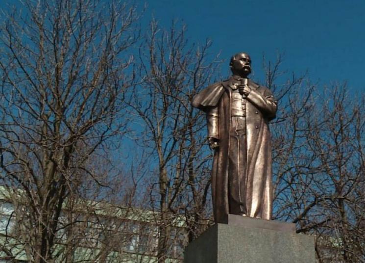 На Запоріжжі на місці знесеного Леніна постав двометровий пам'ятник Кобзарю