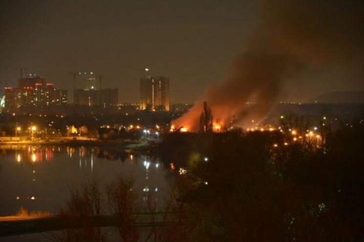 ВКиеве горел оздоровительный комплекс, имеется пострадавший