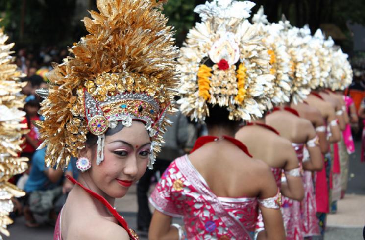 ТОП-20 шокуючих фактів про весільні традиції з усього світу