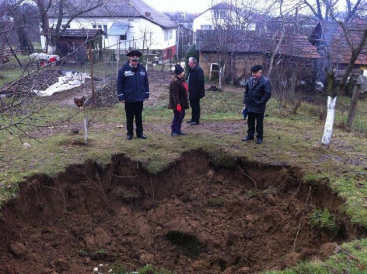 Війна з підземеллям: закарпатське село йде під землю (ВІДЕО)