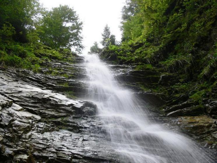 Туристу на замітку: 10 маловідомих водоспадів Карпат фото