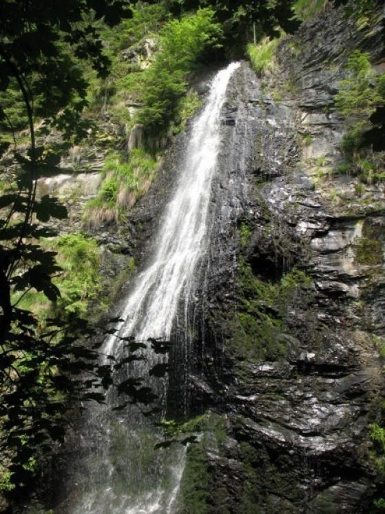 Туристу на замітку: 10 маловідомих водоспадів Карпат фото 1