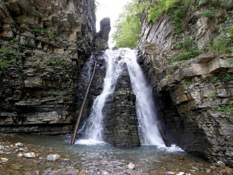 Туристу на замітку: 10 маловідомих водоспадів Карпат фото 9