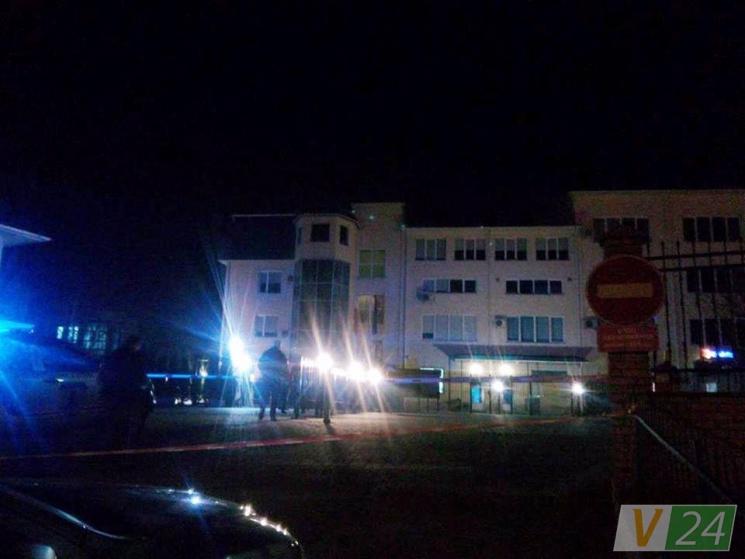 ВЛуцке ночью обстреляли сооружение Генерального консульства Польши