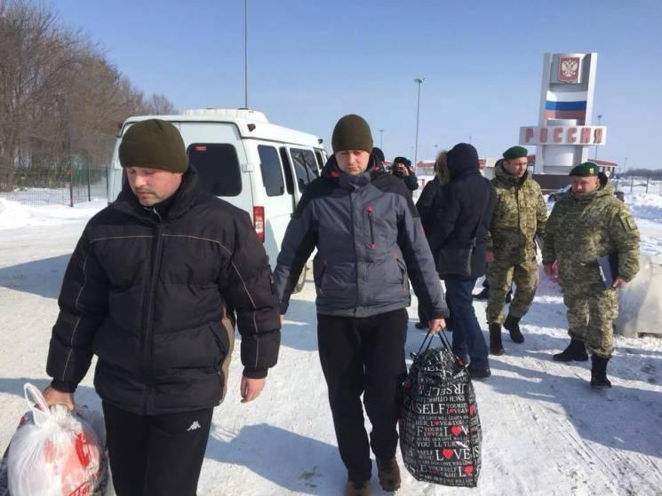 ФСБ РФ : русских  таможенников  благополучно  обменяли вБелгородской области