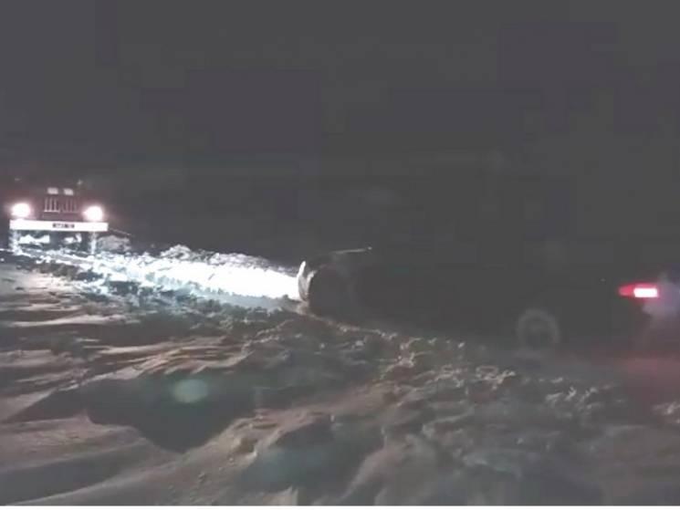 """Рятувальники Сумщини за добу вивільнили зі снігового """"полону"""" 15 автомобілів (ФОТО)"""
