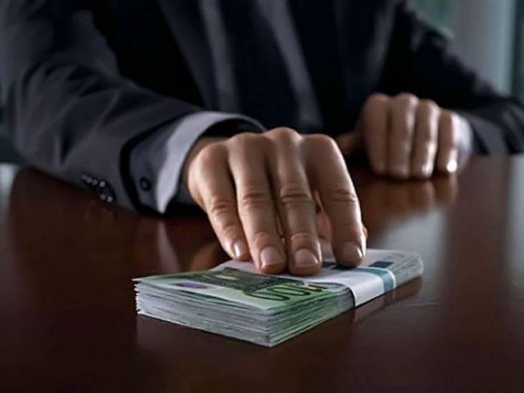 Сумчанин намагався підкупити слідчого поліції
