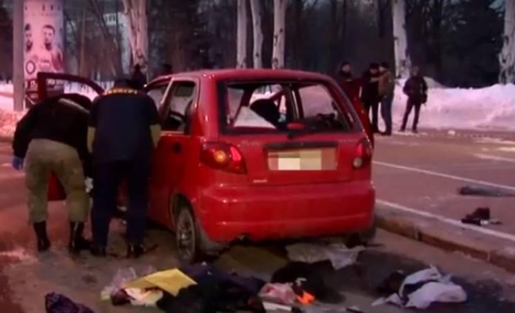 В центре оккупированного Донецка подорвали автомобиль: Минимум один погибший