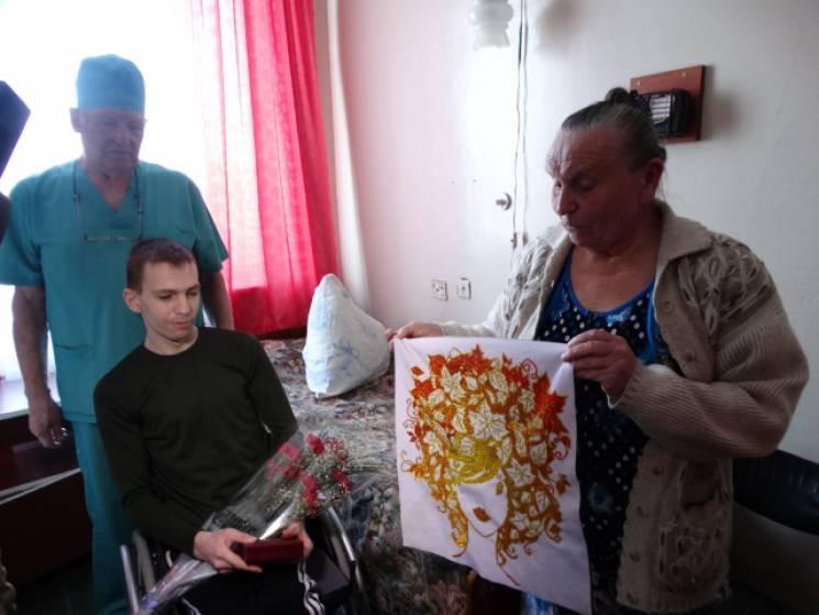 У Сумах поранений військовий отримав нагороду (ФОТО)