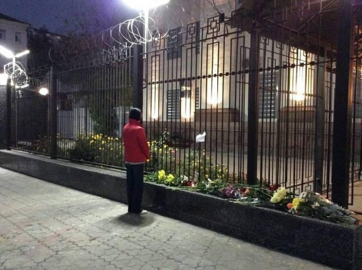 """Катастрофа АН-26: Чому українські """"ватники"""" більше не несуть квіти під російське посольство"""
