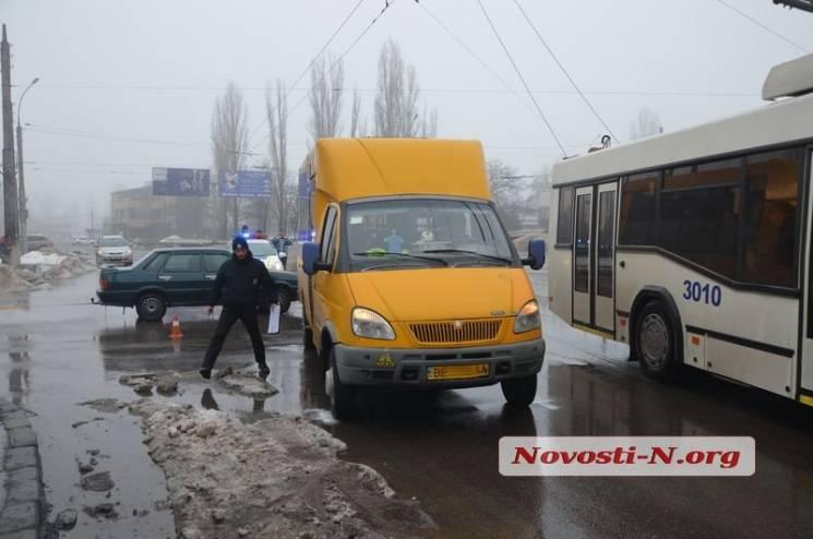 У центрі Миколаєва у ДТП знову потрапив громадський транспорт