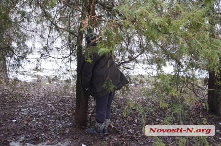 У центрі Миколаєва повісився чоловік (ФОТО 18+)