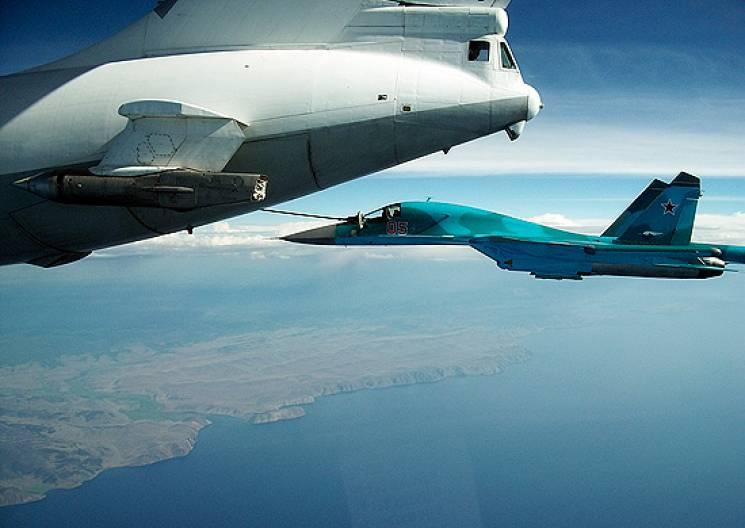 Російські військові літаки відпрацювали над Кримом дозаправку в повітрі