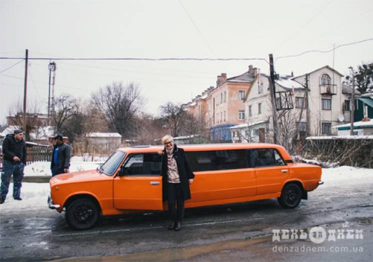 """На Хмельниччині з'явився помаранчевий """"циганський лимузин"""" (ФОТО)"""