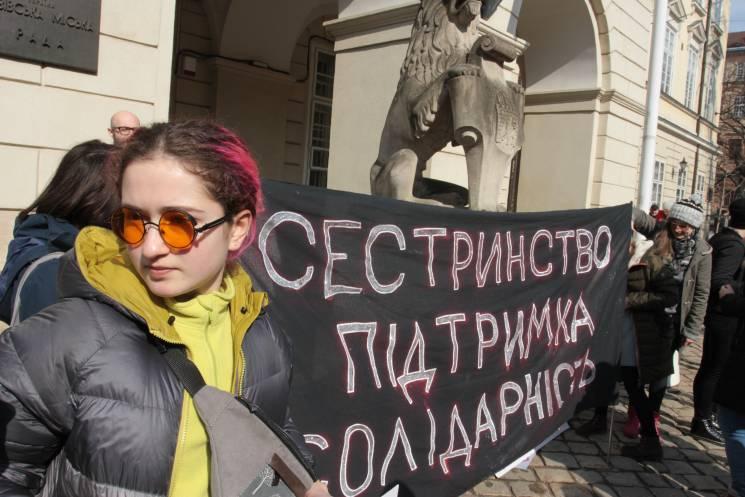 """""""Мама терпіла, а я не буду"""": Як Львовом марширували феміністки (ФОТОРЕПОРТАЖ)"""