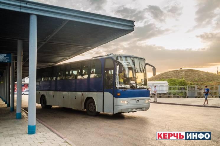 Окупанти ставлять ґрати на автостанціях Криму