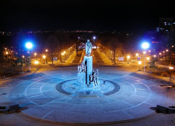 Непобудований пантеон та пам'ятник-бажання: Чим відомий головний сад Харкова