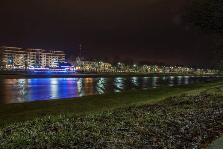 Яким кольоровим і яскравим буває вечірній Ужгород навесні (ФОТО)