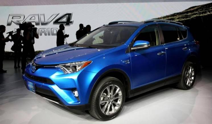 """Чиновниця Кернеса на """"дитячі"""" гроші купила Toyota за майже 850 тис. грн"""