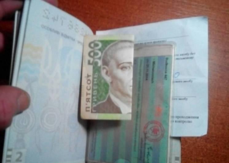 На Закарпатті 19-річна дівчина намагалася підкупити прикордонників (ФОТО)