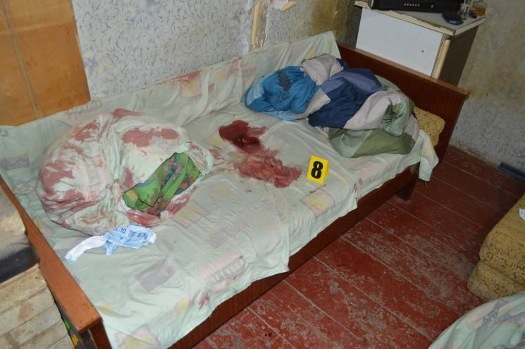 На Дніпропетровщині школяр зарізав чоловіка з дитиною