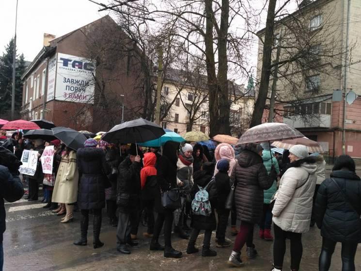 Улицы в центре Тернополя перекрыли проте…
