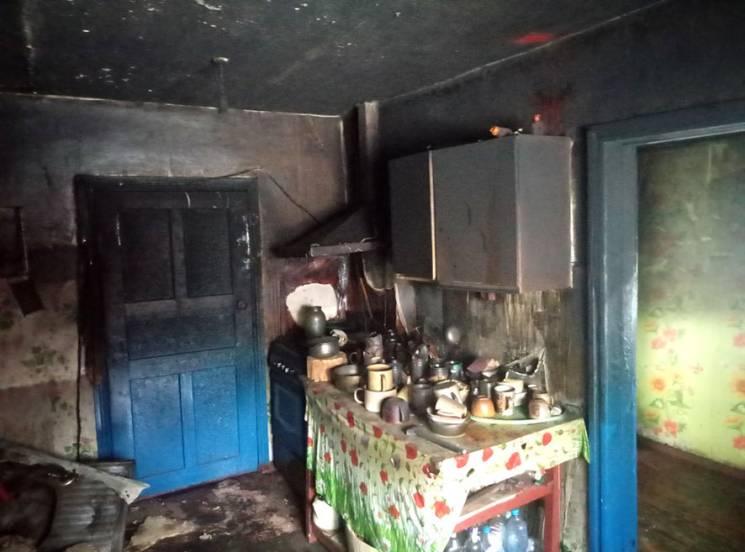 На Полтавщині вогнеборці ліквідували пожежу в літній кухні
