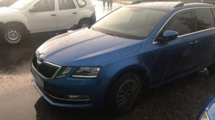 Закарпатські прикордонники затримали крадений автомобіль під керуванням чеха (ФОТО)