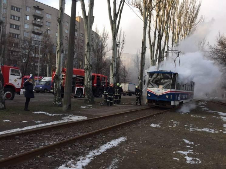 У Запоріжжі спалахнув трамвай (ФОТО)
