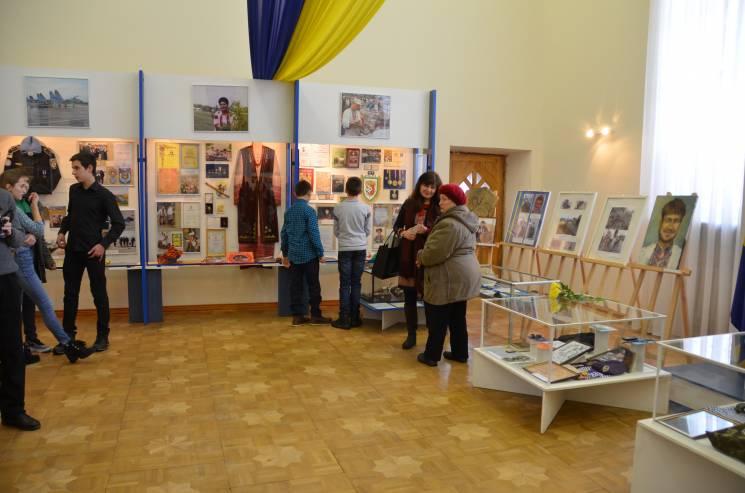 У Полтаві до Дня українського добровольця відкрили виставку
