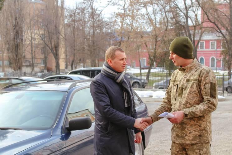 У Кропивницькому військовій прокуратурі передали конфіскований BMW