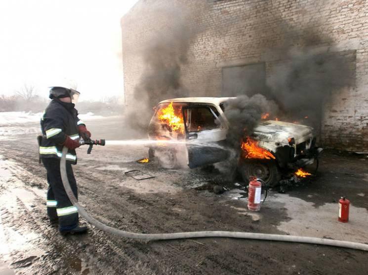 На Полтавщині через замикання електромережі спалахнула автівка