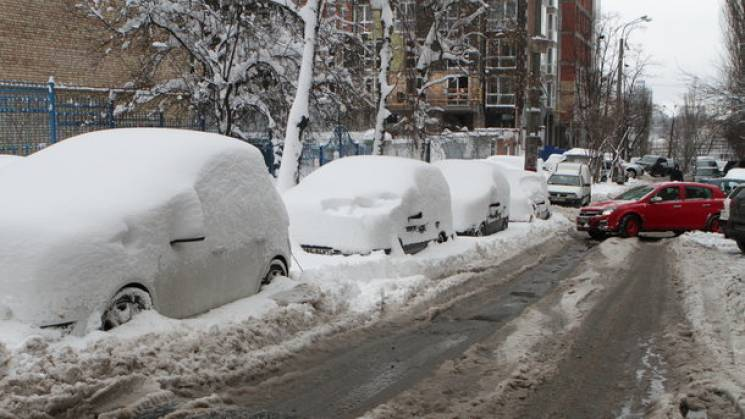 """Потужного паводку в Києві немає, а от """"весняний"""" снігопад ще попереду"""