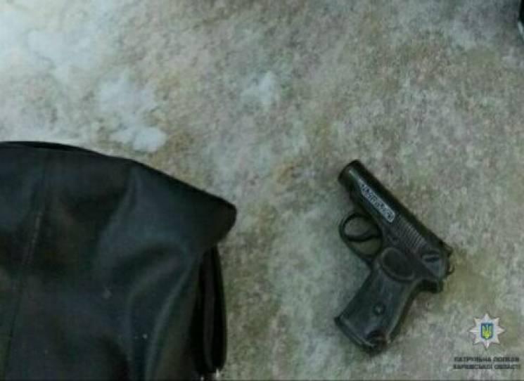 Неподалік харківської школи схопили озброєного чоловіка