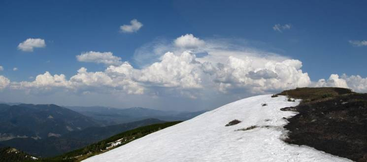 """Як заливає сонцем ще засніжені полонини у гірському масиві нацпарку """"Синевир"""" (ФОТО)"""