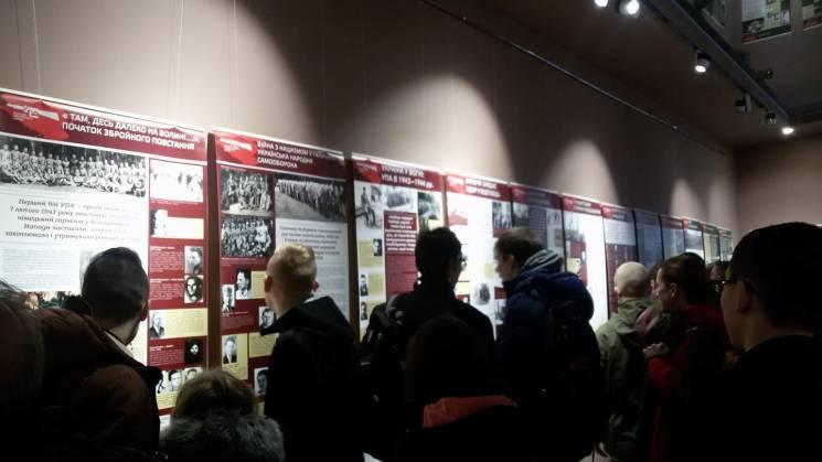 У Запоріжжі відкрилася виставка, присвячена опору українців тоталітарним режимам (ФОТО)