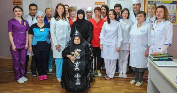 """В Житомирі 106-річній монахині з """"жіночо…"""